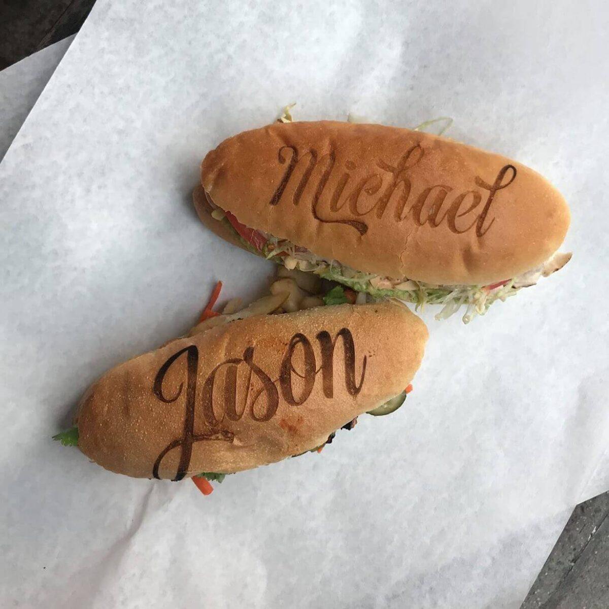 Een broodje hamburger voorzien van branding, logo of merk tijdens een event kan al in Amerika.jpg