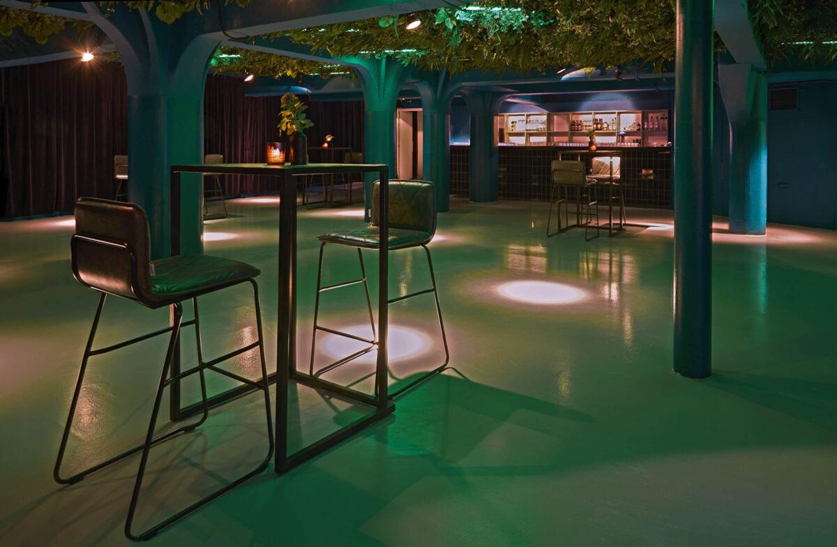 Eventlocatie Gooiland in Hilversum beschikt over een heuse club, de ideale locatie voor een silent disco met sprekers-min