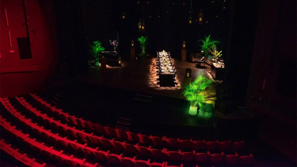 Theater - diner op het podium Gooiland