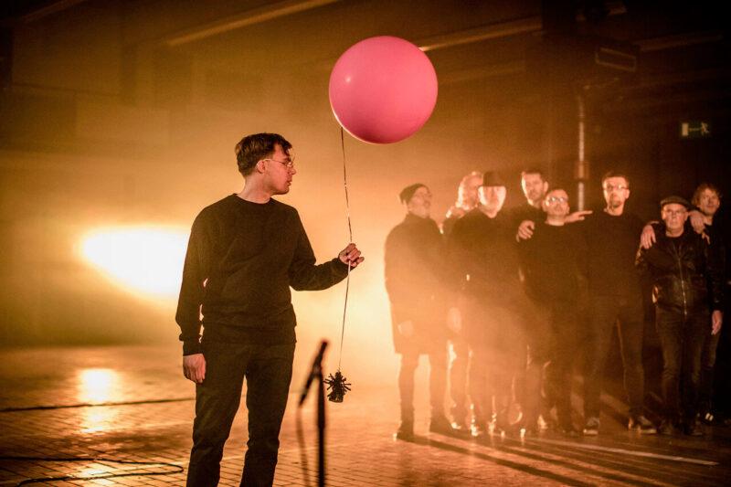 KOORBAZEN is een koor bestaande uit 50 stoere mannen