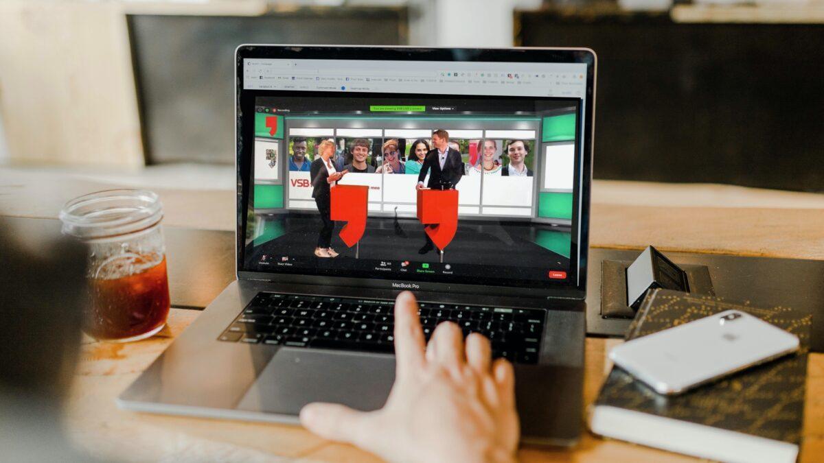 BINK online event op laptop