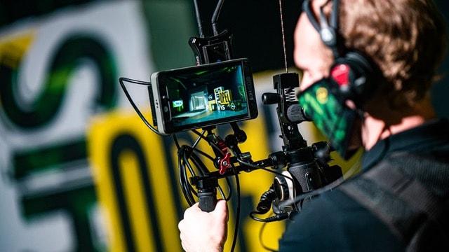 Cameraman tijdens hyrbide event Louder