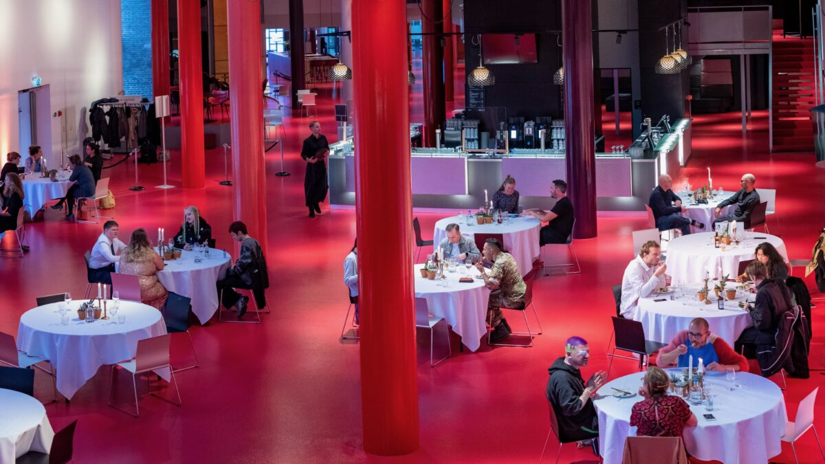 Chasse Theater coronaproof diner in de hal