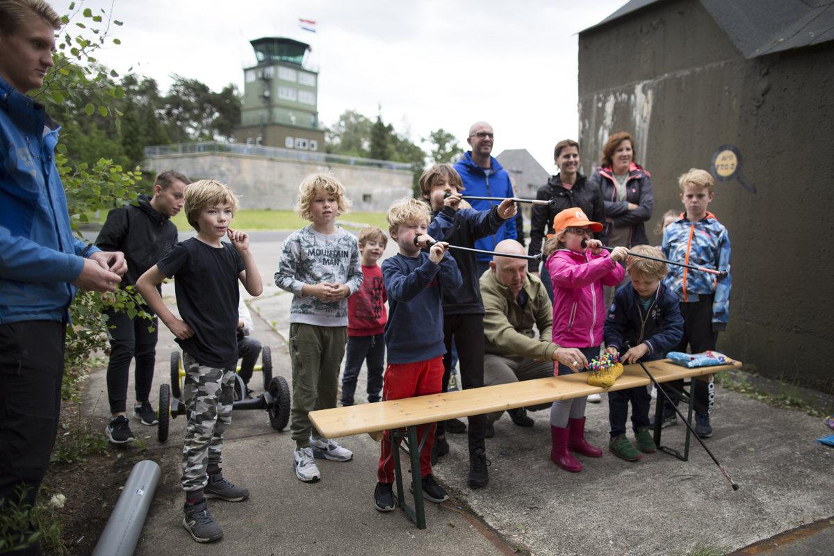 Camping op Stelten pijltje schieten - Xsaga - Copyright Janus van den Eijnden