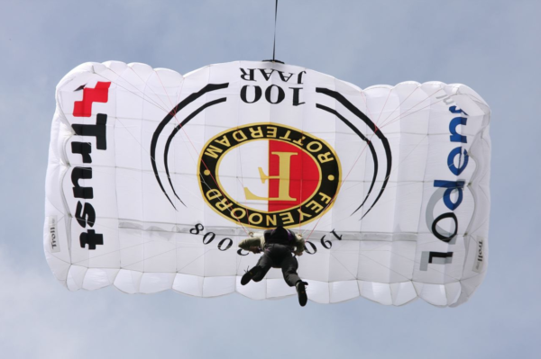 company guide | activities | parachute feyenoord - Heliflight Operations