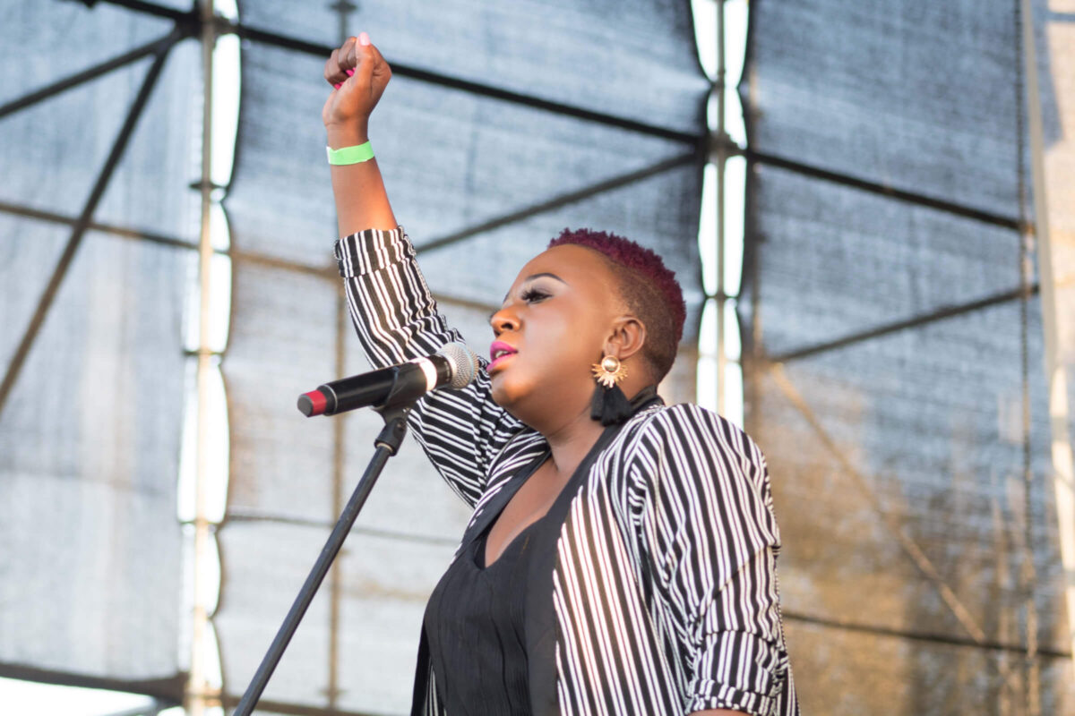 Vrouwelijke spreker op podium events