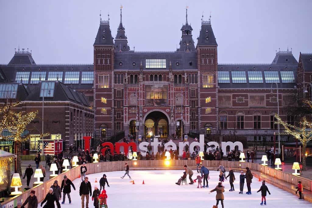 amsterdam-schaatsen-museumplein-winter-