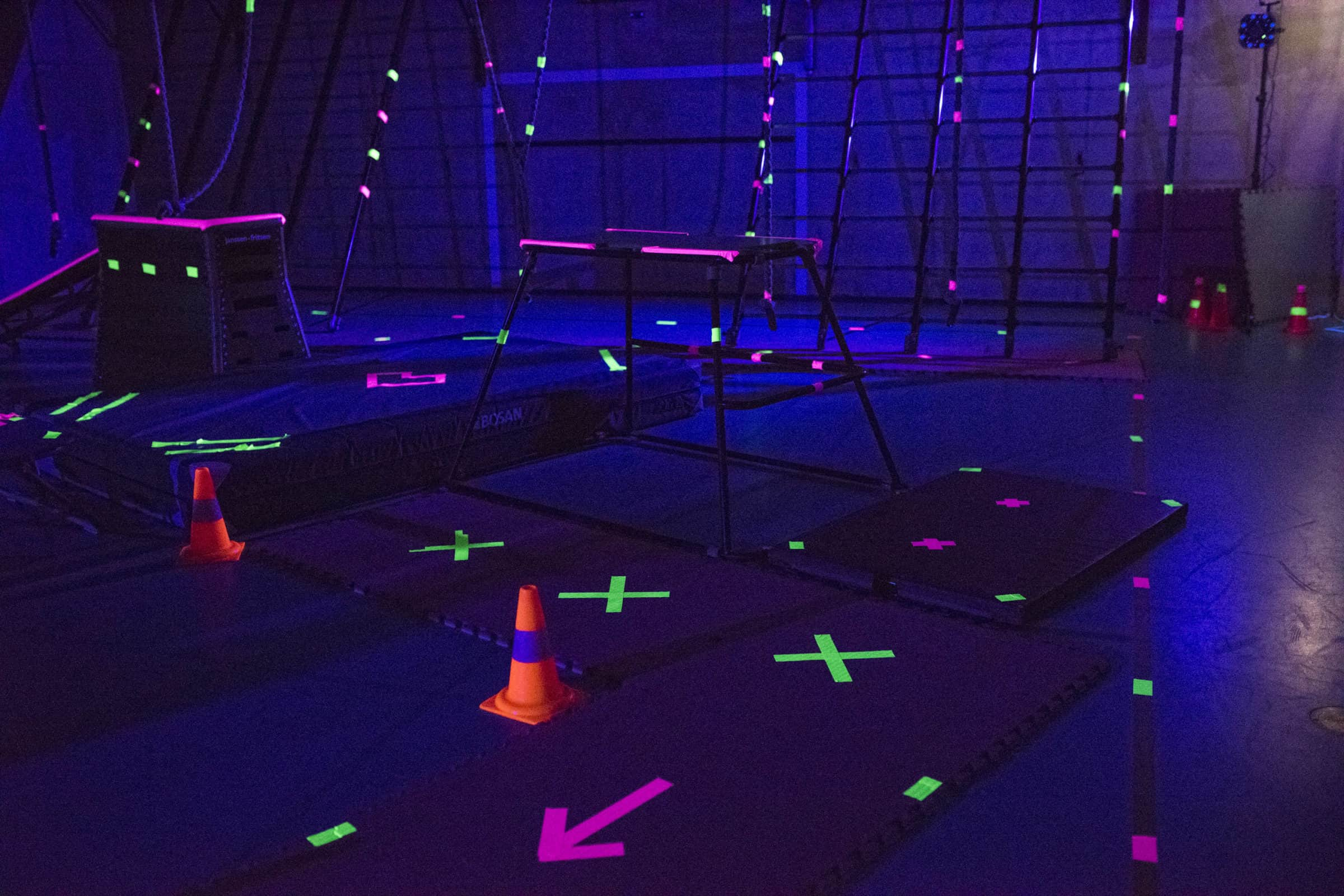 APENKOOI_4 - sportief, gym, kind, spelletjes, blacklight