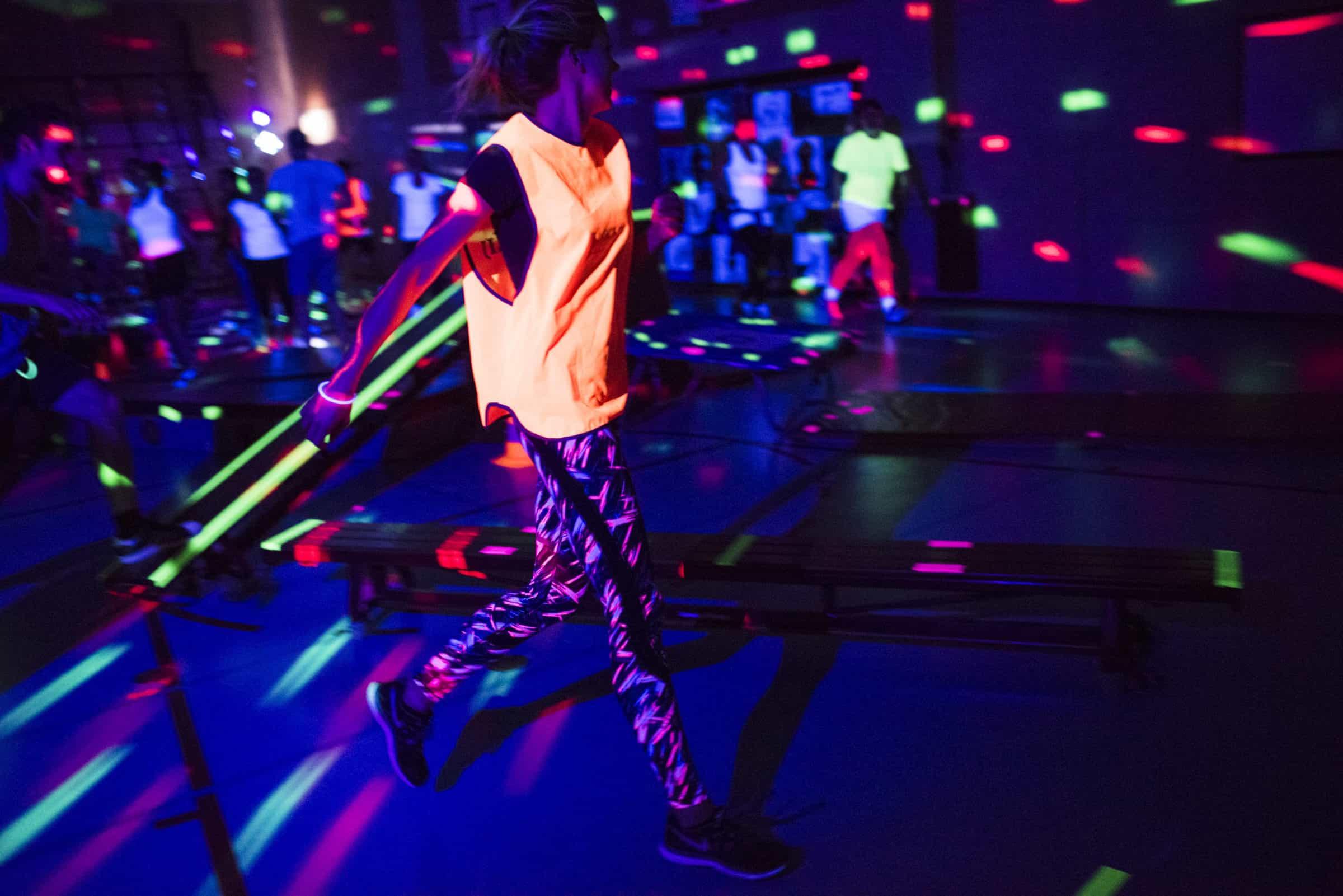 HEADER APENKOOI_4 - sportief, gym, kind, spelletjes, blacklight