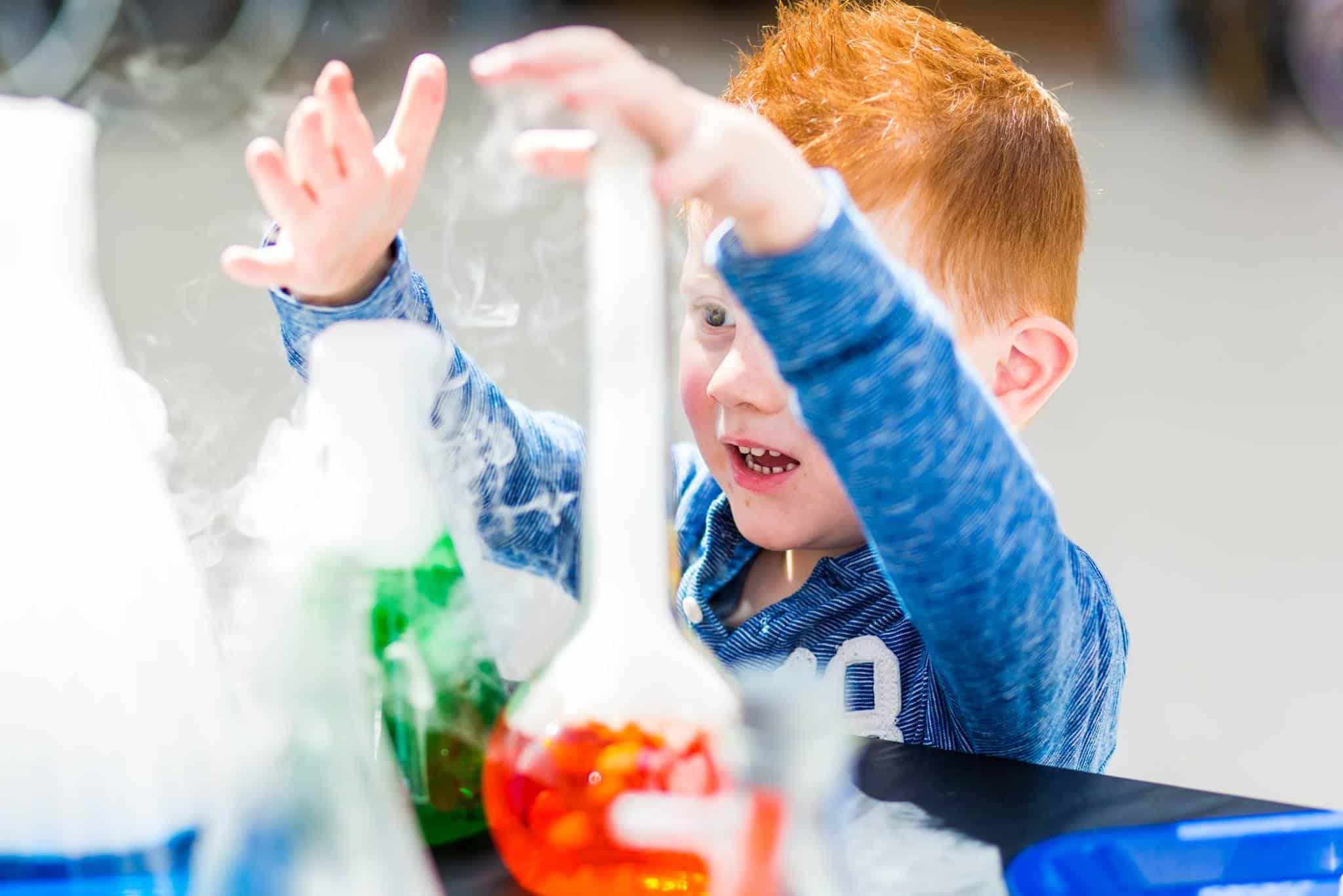 Droogijs - kind - proefjes - wetenschap