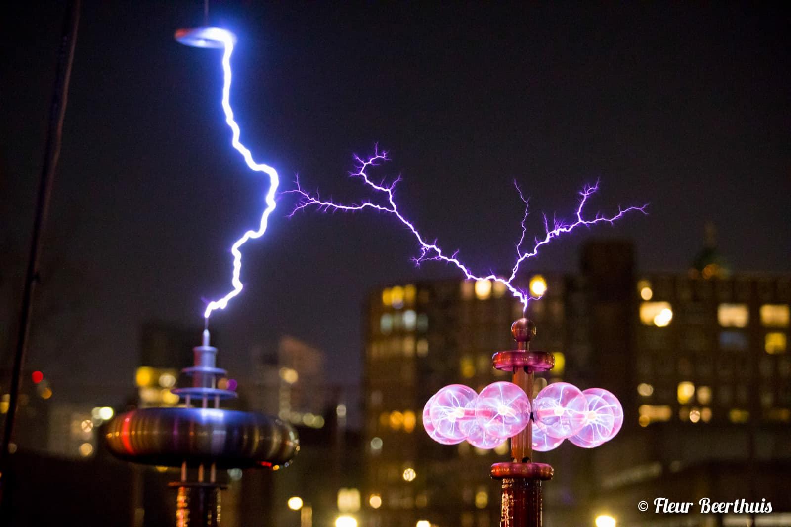 HEADER FOTO - The Symphony of Fire - gespot - muziek - installatie - vuur - bliksem - melodie - kunst
