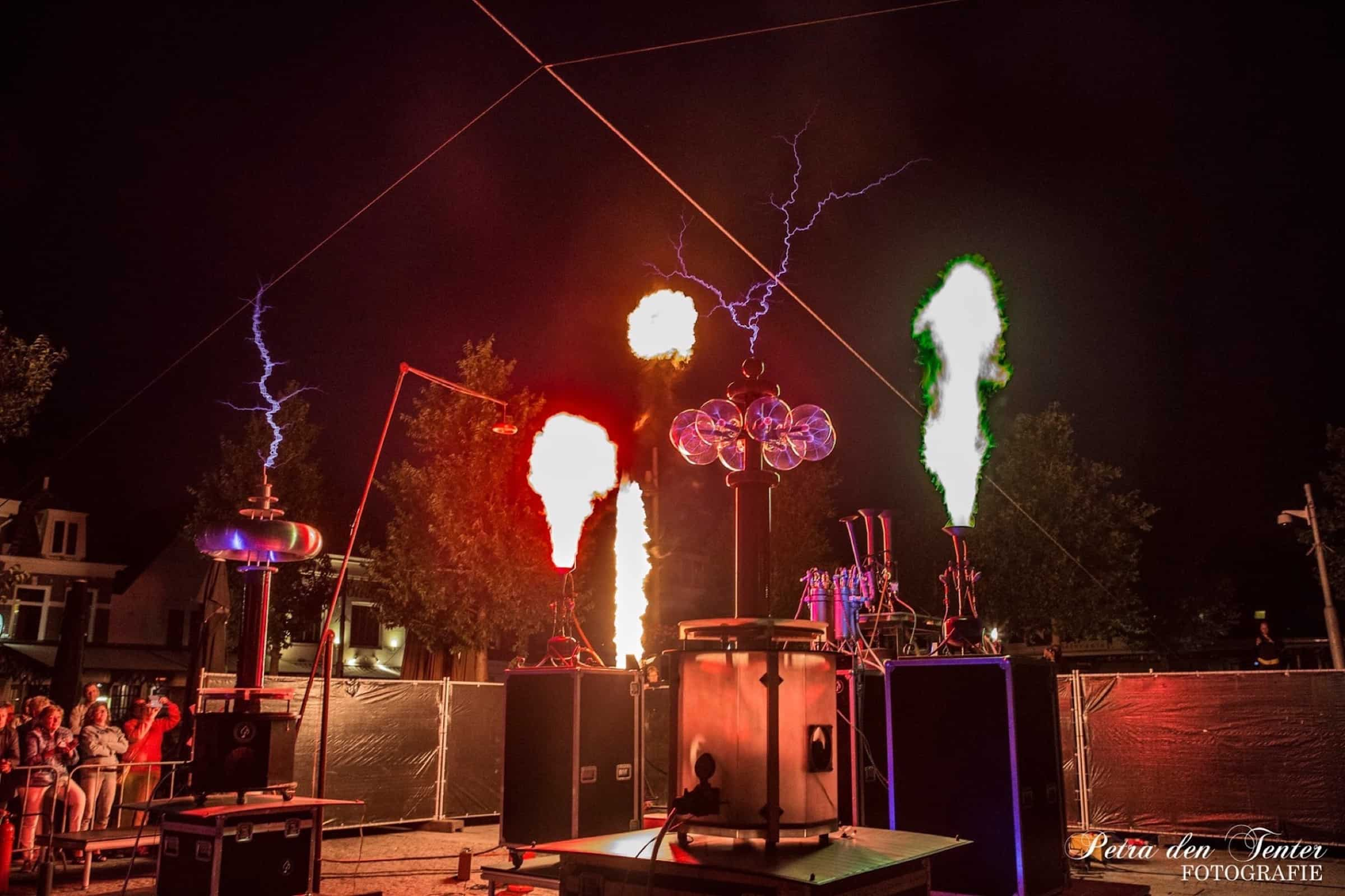 reuring foto The Symphony of Fire - gespot - muziek - installatie - vuur - bliksem - melodie - kunst kopie