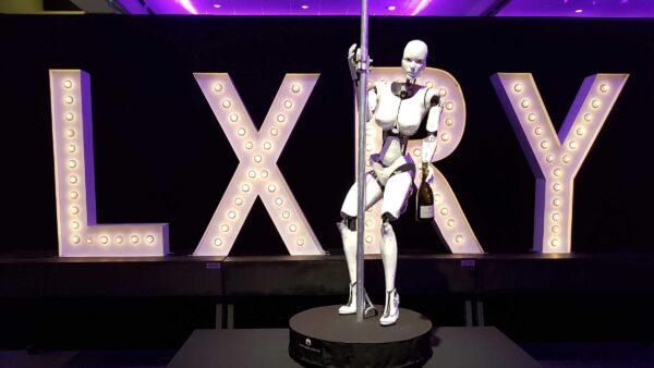 Dancing Cyborg - LXRY