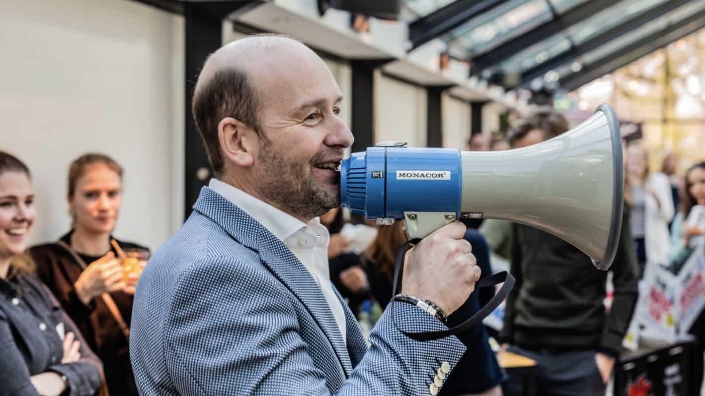 Simon Renes - megafoon