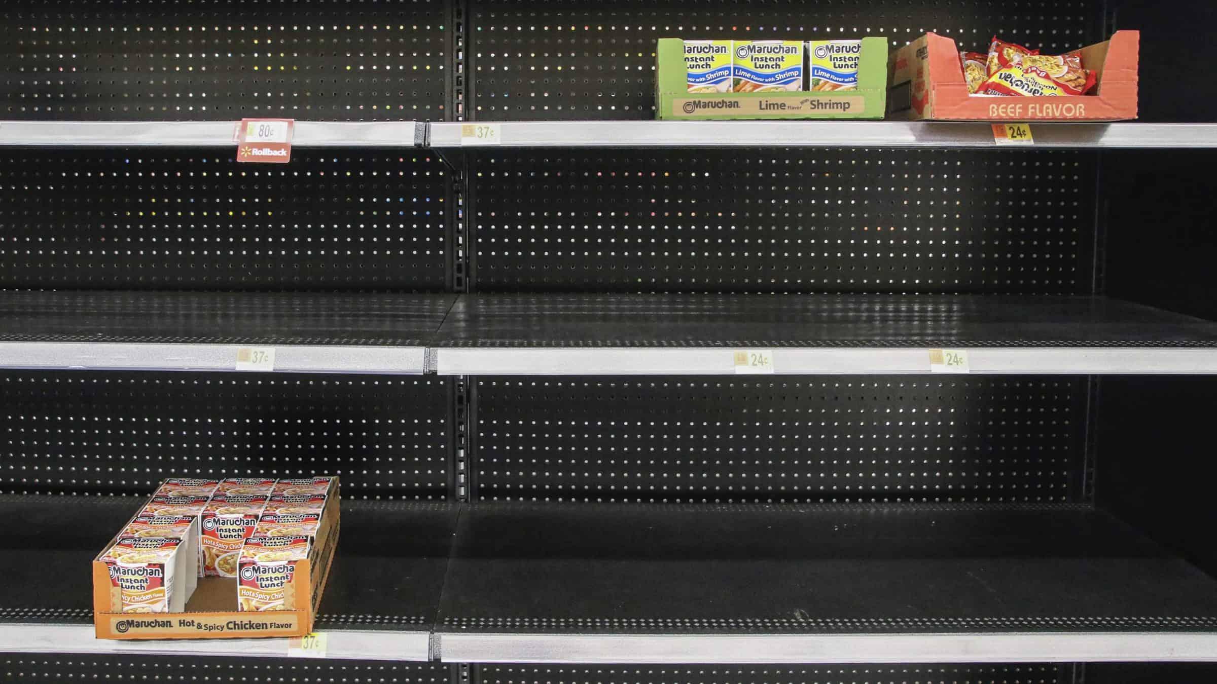 Corona - lege schappen - hamsteren - supermarkt