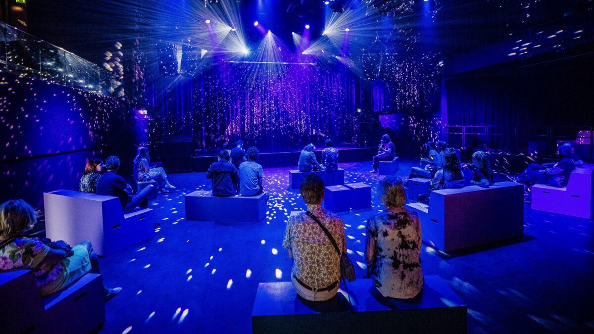 Pandorazaal TivoliVredenburg met bankjes op anderhalve meter afstand
