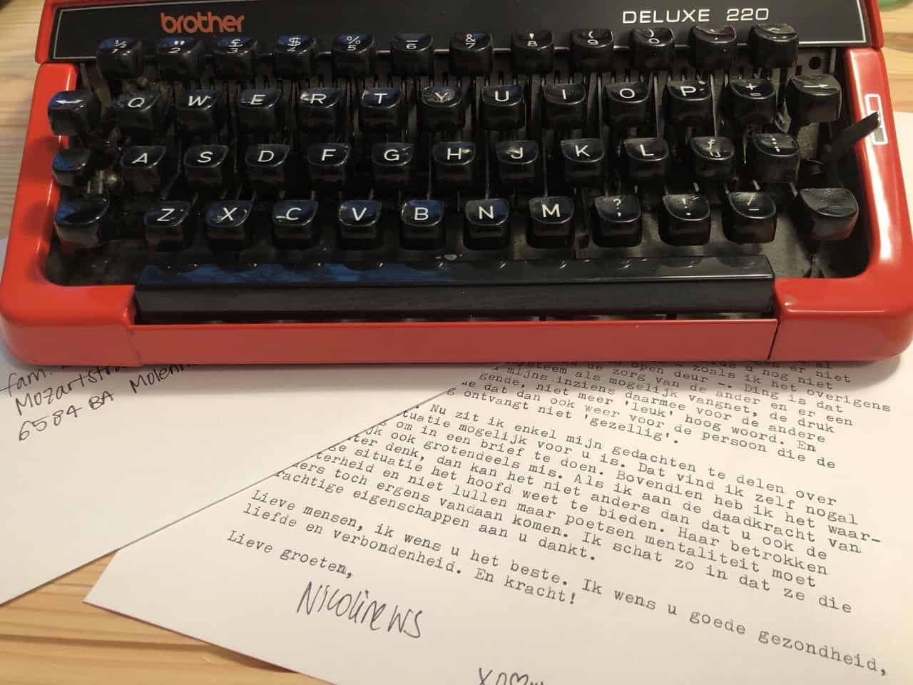 Typemachine - brievenbuspost - analoog - contact - brieven - Nicoline Wisse Smit - coronapost