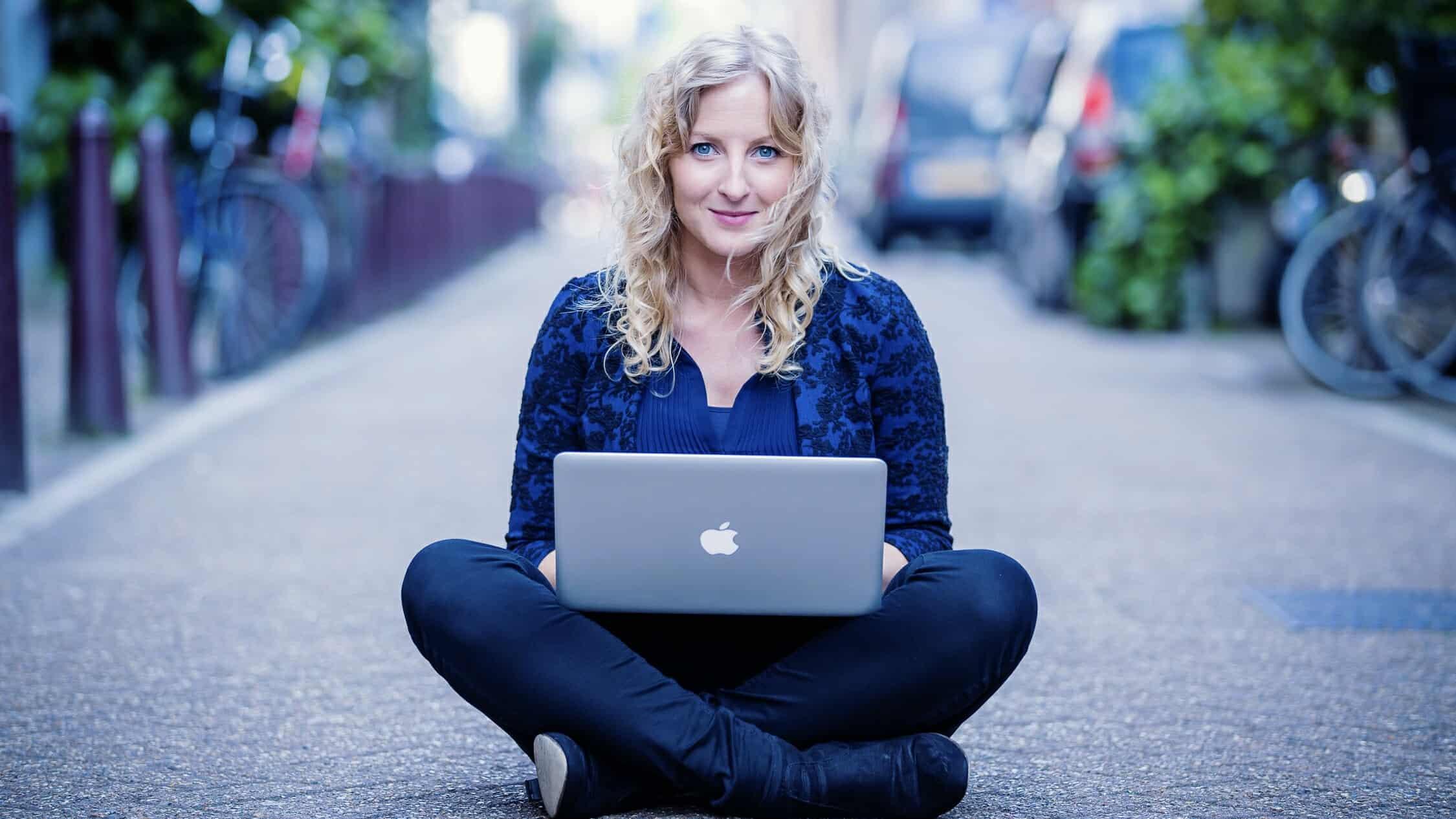 Denise Dechamps - online communicatie - corona - anderhalvemetersamenleving - online event