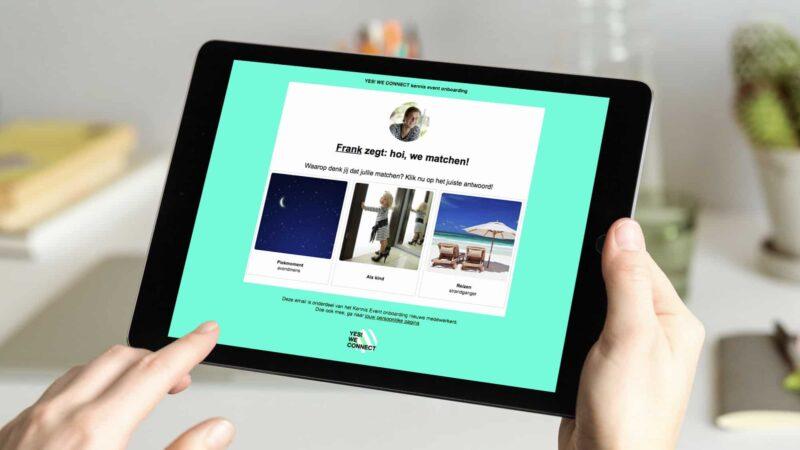 Beeldscherm met plaatjes en persoonlijke vragen om mensen beter te leren kennen tijdens online event