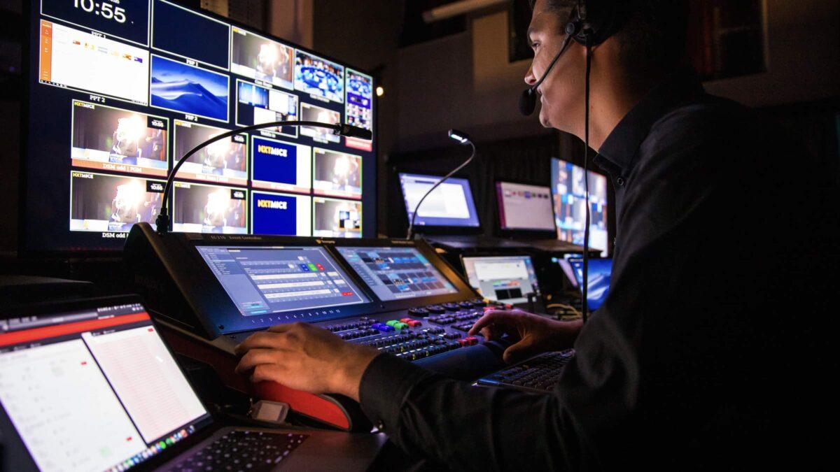NXTMICE - event - hybride event - online event - MICE - coronaproof - Postillion Hotels - control room - camera - regiekamer
