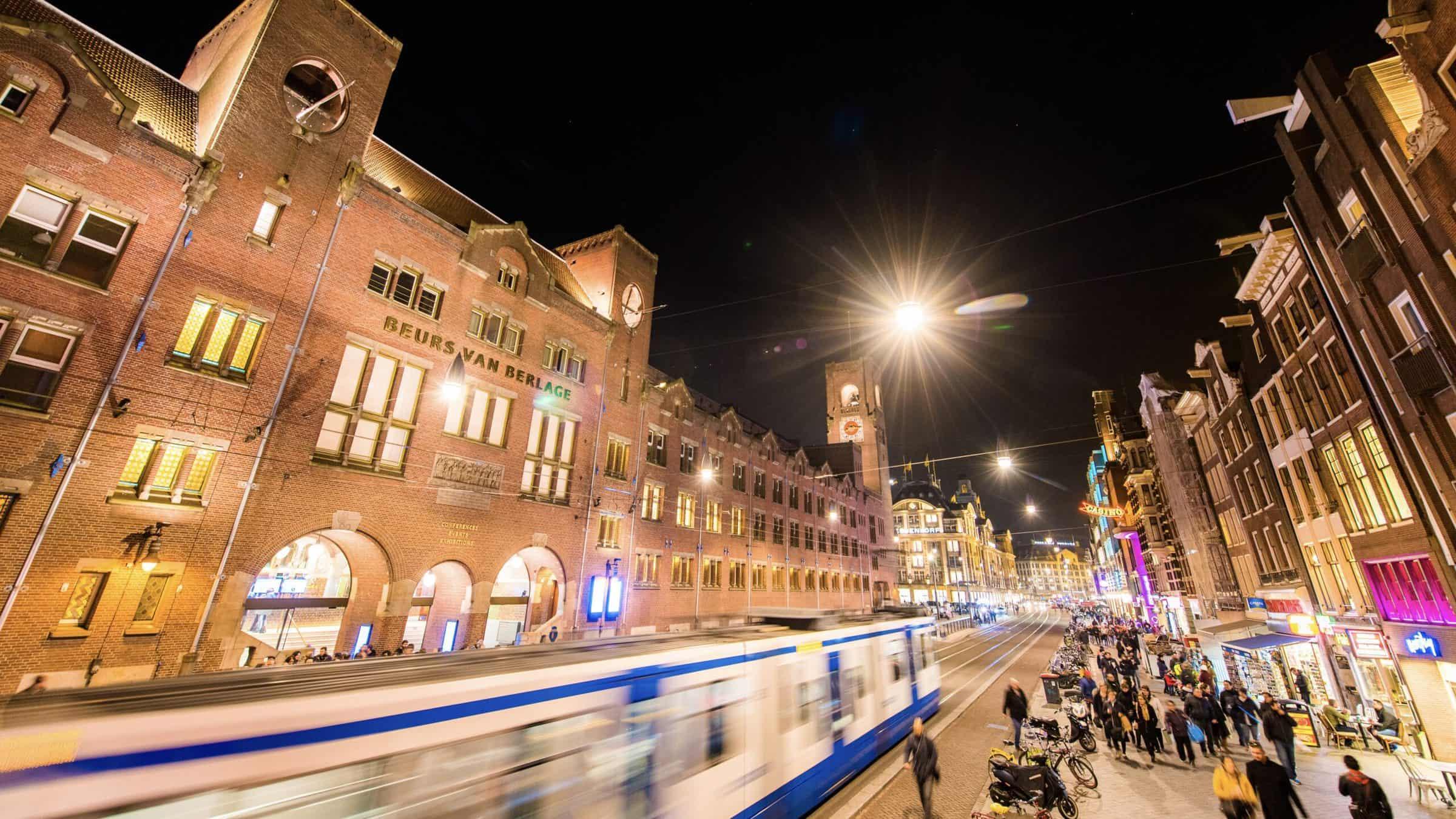 Beurs van Berlage - venue - Amsterdam - entree - gevel - events - evenementenlocatie - gevel - avond