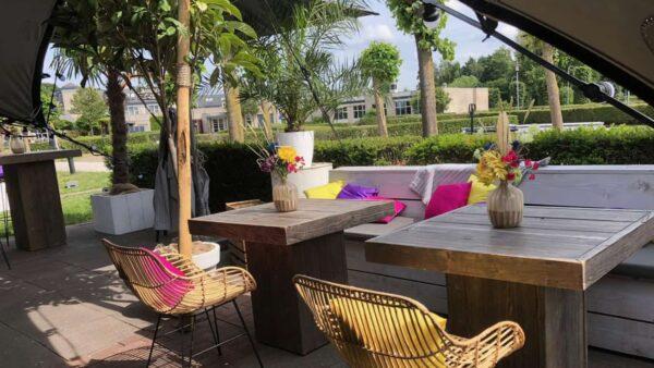 Event Inspiration - Groetjes uit Nijkerk met een terras met gekleurde kussens