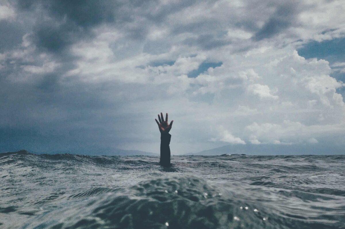 Hand in water - zorgen - corona