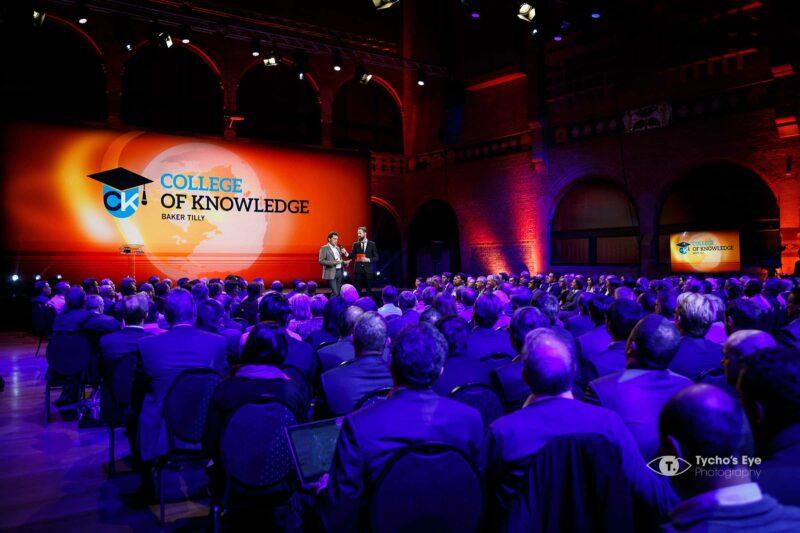 college-of-knowledge-presentatie-grote-zaal-met-veel-mensen-event
