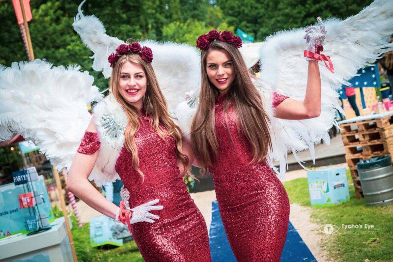 event-gastdames-hostessen-cupido-rode glitterjurken met witte vleugels