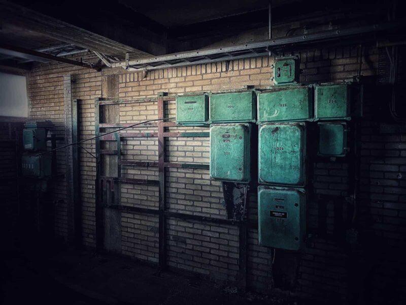 9 electriciteitskasten in een verlaten Papierfabriek Nijmegen