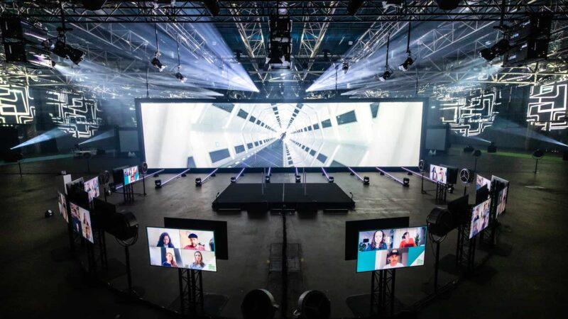 Event Inspiration - The Digital Dutch event van KPN in de Jaarbeurs met diverse schermen (Photo @ Floris Heuer)