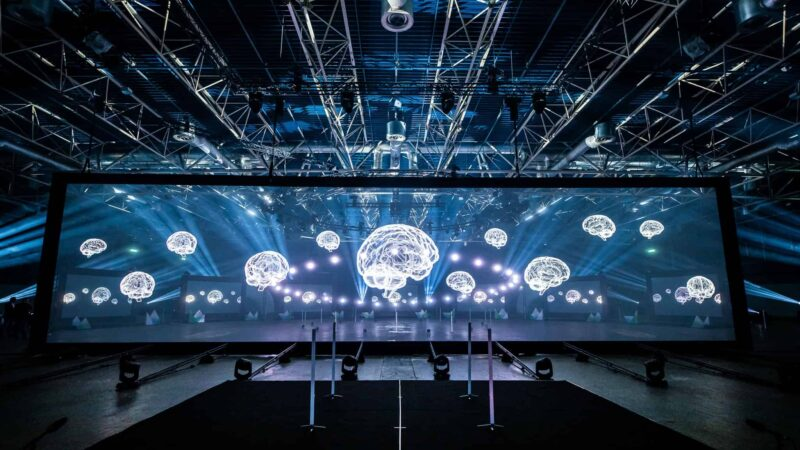 Event Inspiration - The Digital Dutch event in Jaarbeurs online event met groot scherm met projectie van hersenen (Photo @ Floris Heuer)