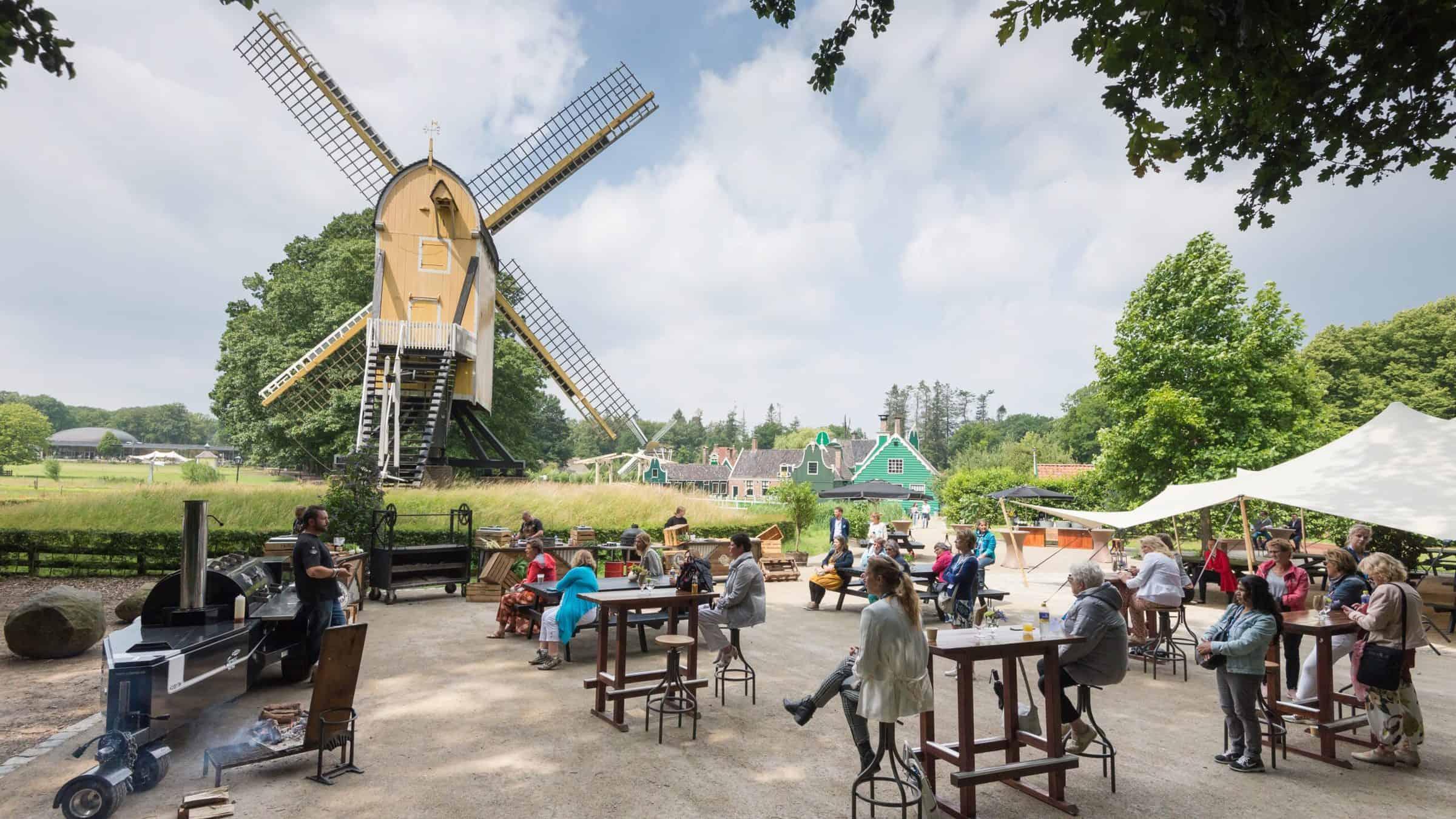 Event Inspiration - event in Nederlands Openluchtmuseum met mensen op 1,5 meter afstand met presentatie van Smokey Goodness