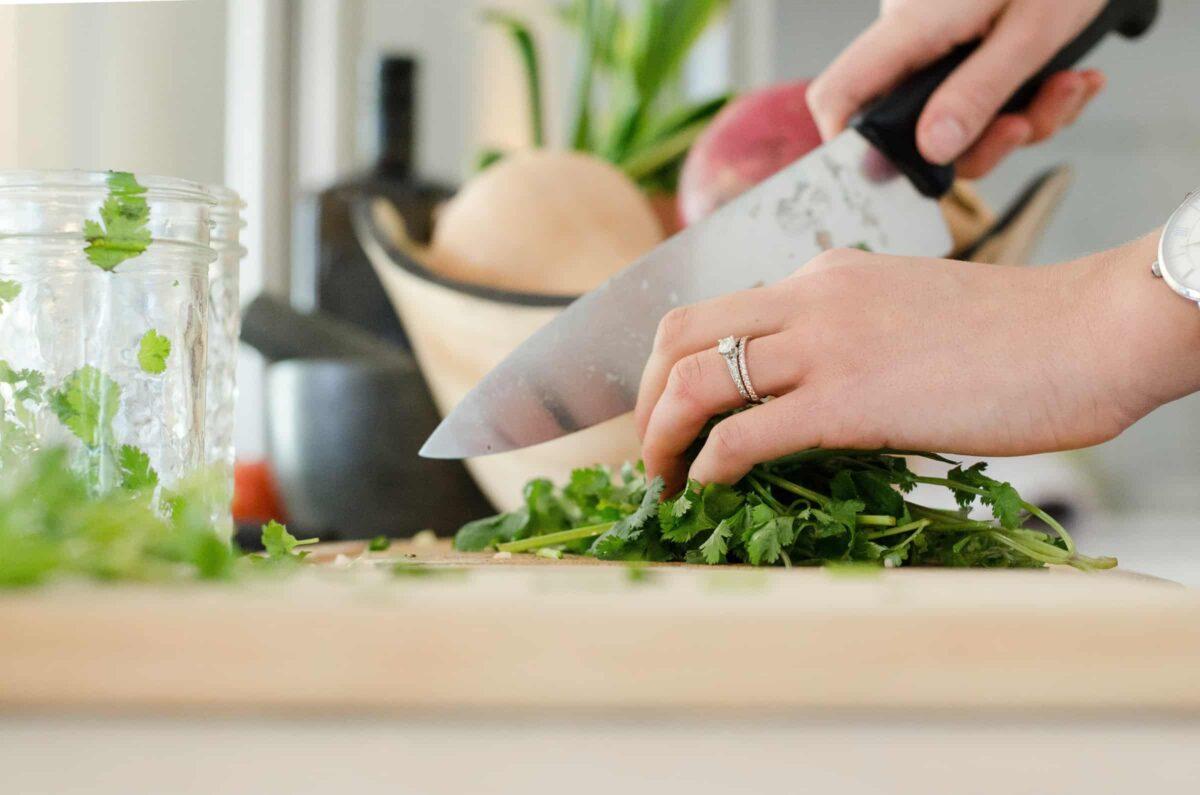 Thuiskoken met mes en koriander - foodtrends