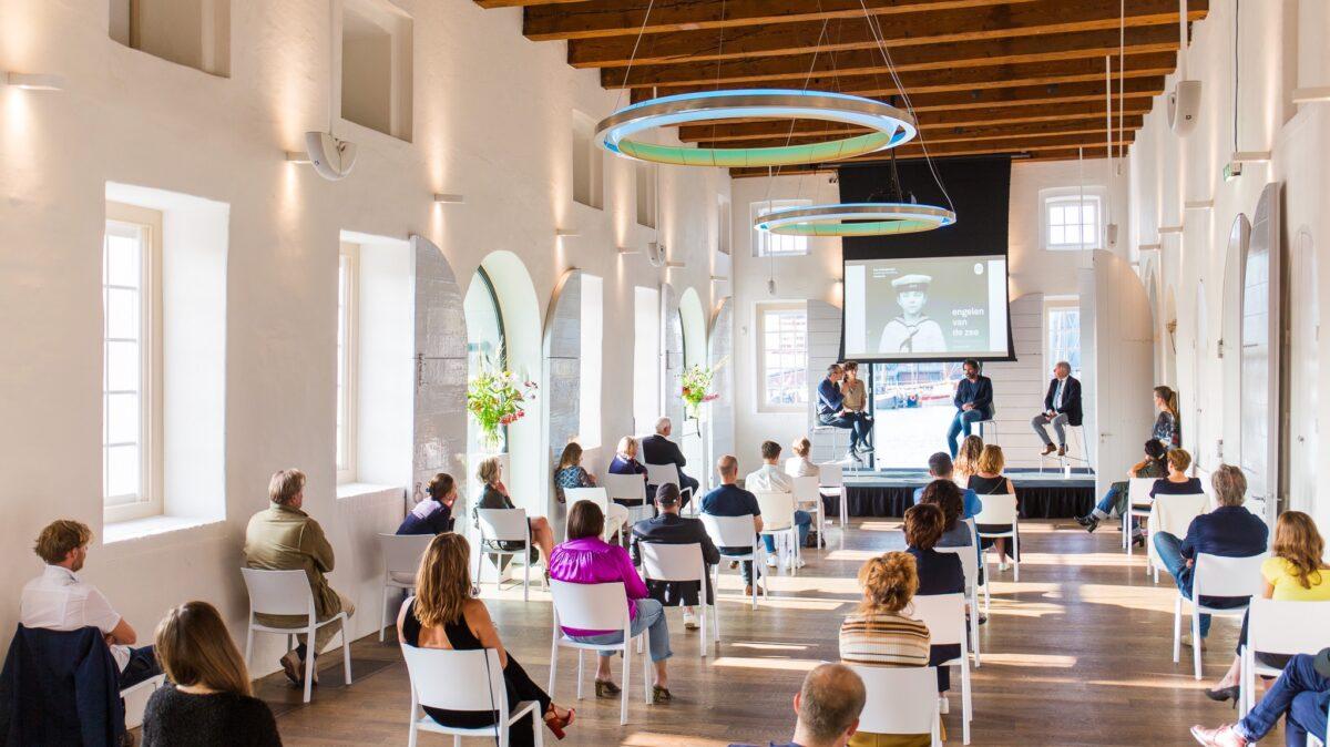 Congres bij Scheepvaartmuseum met stoelen op anderhalve meter afstand (foto: Twycer)
