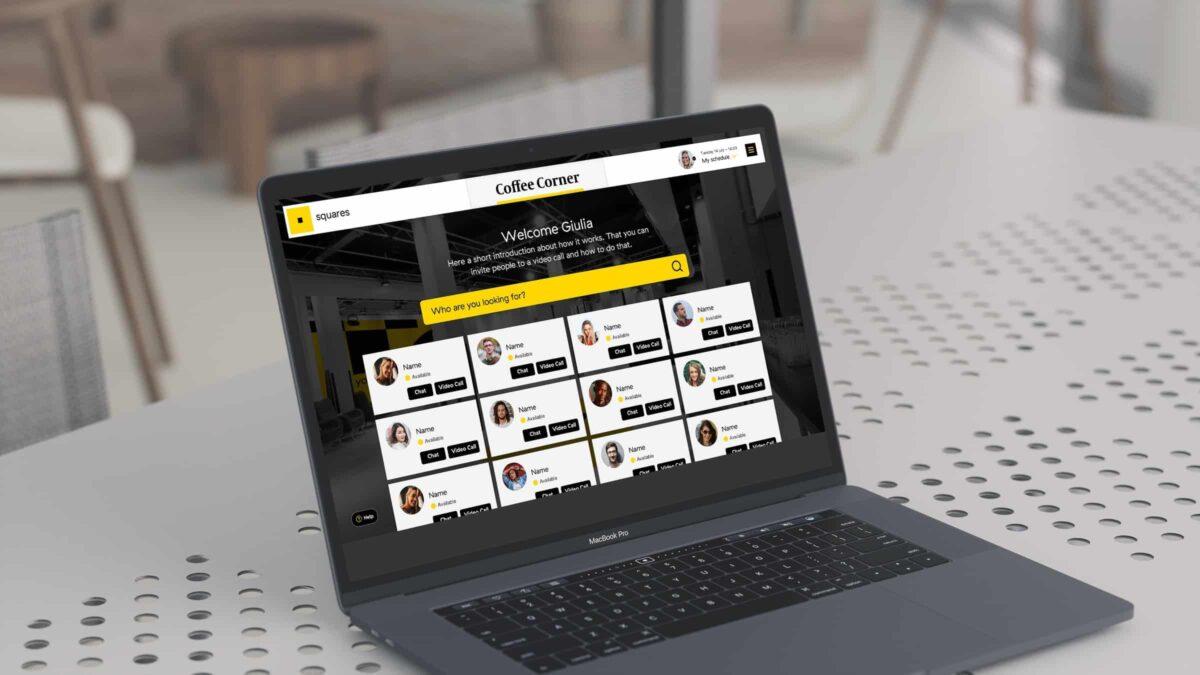 Online hybride meeting met coffee corner op laptop