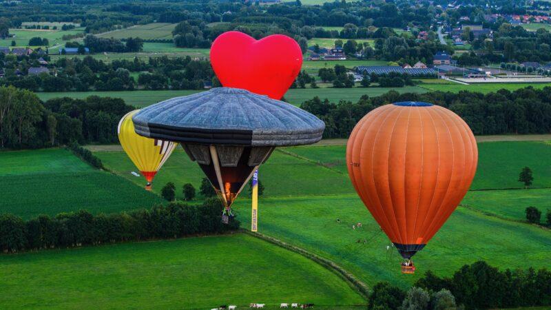 4 luchtballonnen tijdens Mysteryland 2020