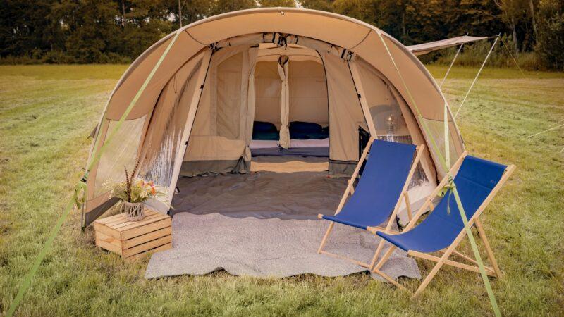 Natuurlijk Glamping Liffin tent met slaapcompartimenten