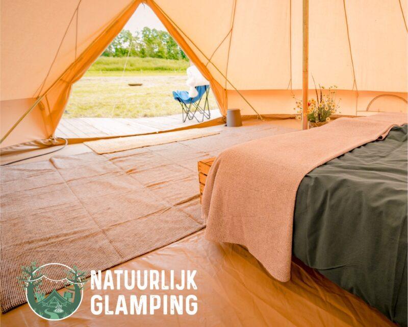 Natuurlijk Glamping tent met open tentzeil