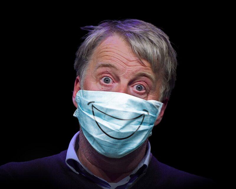 PIMP-Theater-Show-Milo-Covid19-man met mondkapje met een smile erop