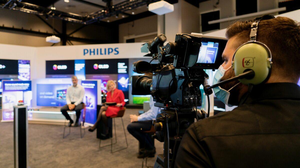 TP Vision online event met een Philips studio
