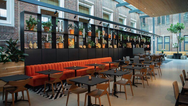 Wand met planten in restaurant KonneKt bij Kontakt der Kontinenten
