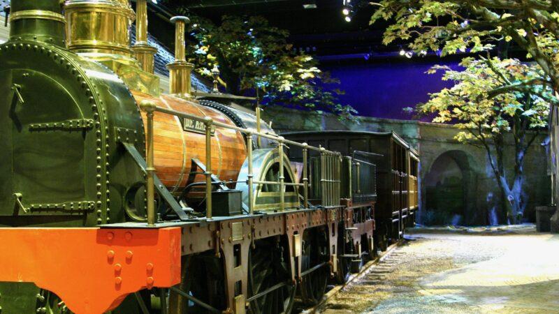Wereld 1 - trein met naam de arend bij Spoorwegmuseum