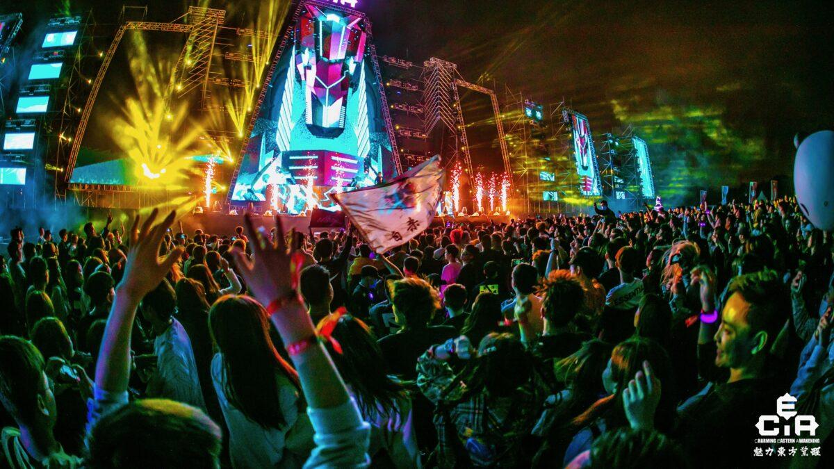 CEA dancefestival China - mainstage met veel mensen