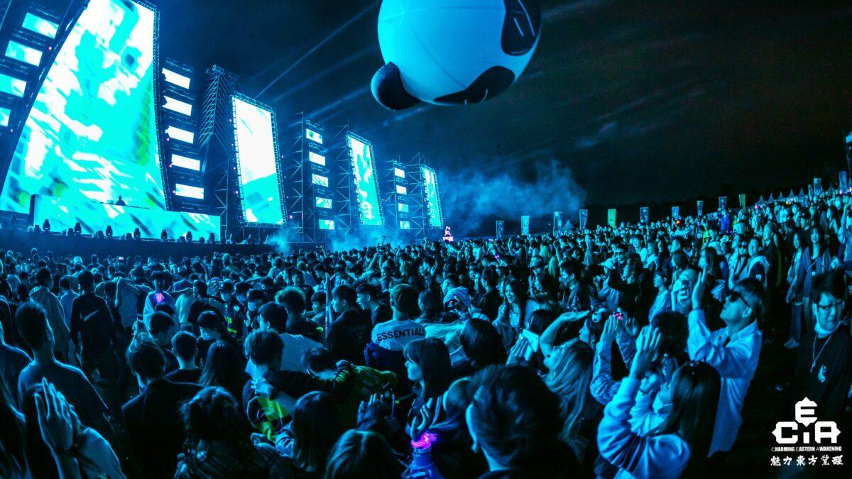 CEA dancefestival China - mainstage met veel publiek
