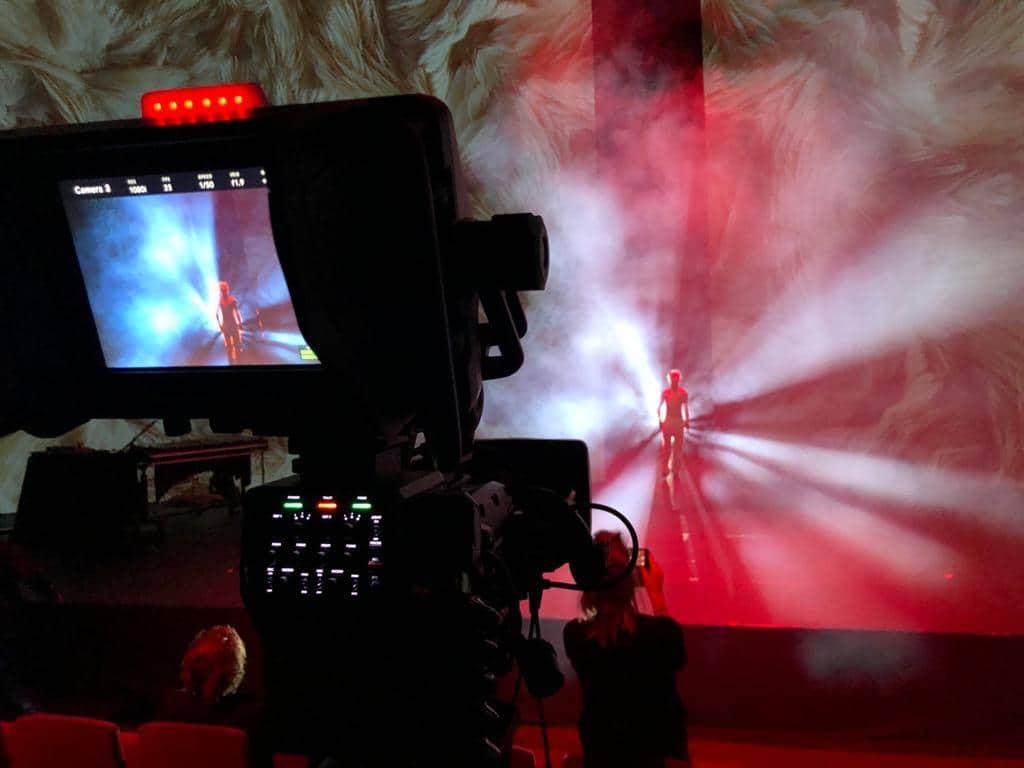 Camera gericht op podium