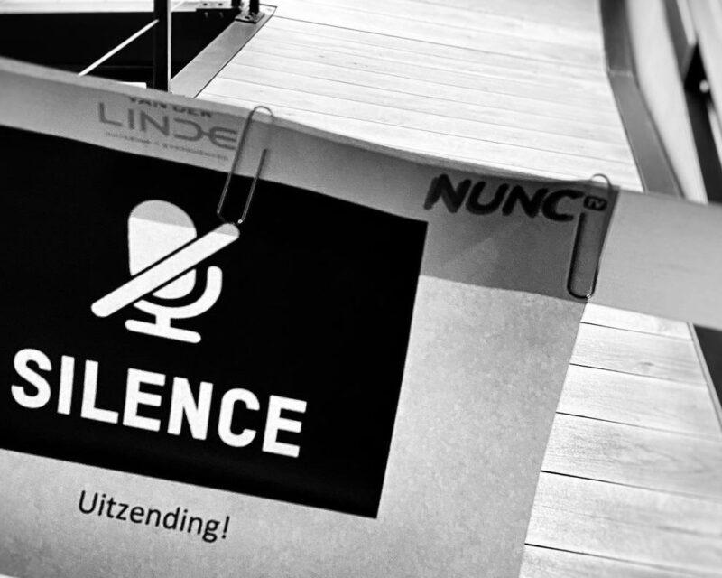 Papier met silence uitzending tijdens opnames online kookworkshop Van der Linde Catering