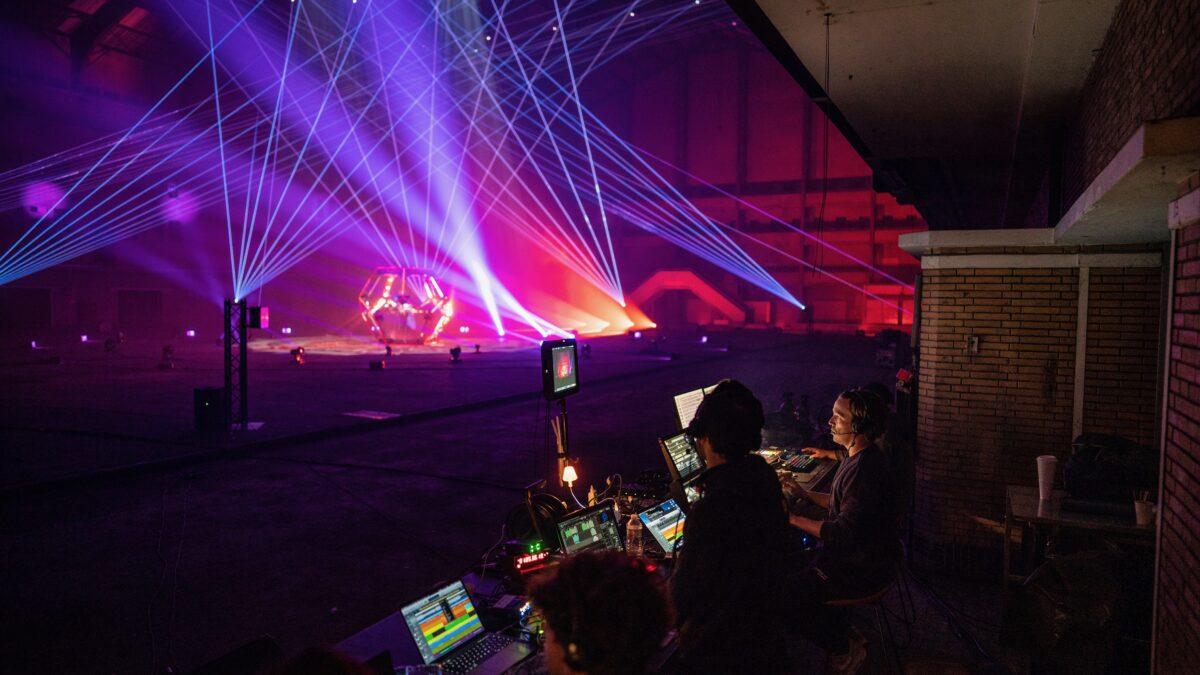 Qlimax tijdens online event met lasershow en regie