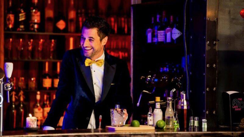 Barman van programma First Dates bij A&O late show (foto-Nico Alsemgeest)