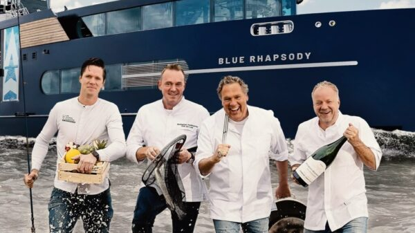 Chefs-Table-On-Board-crew-chefkoks-in-het-water-voor-het-schip-de-Blue-Raphsody-1024x819